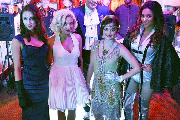pretty-little-liars-this-is-a-dark-ride-costumes